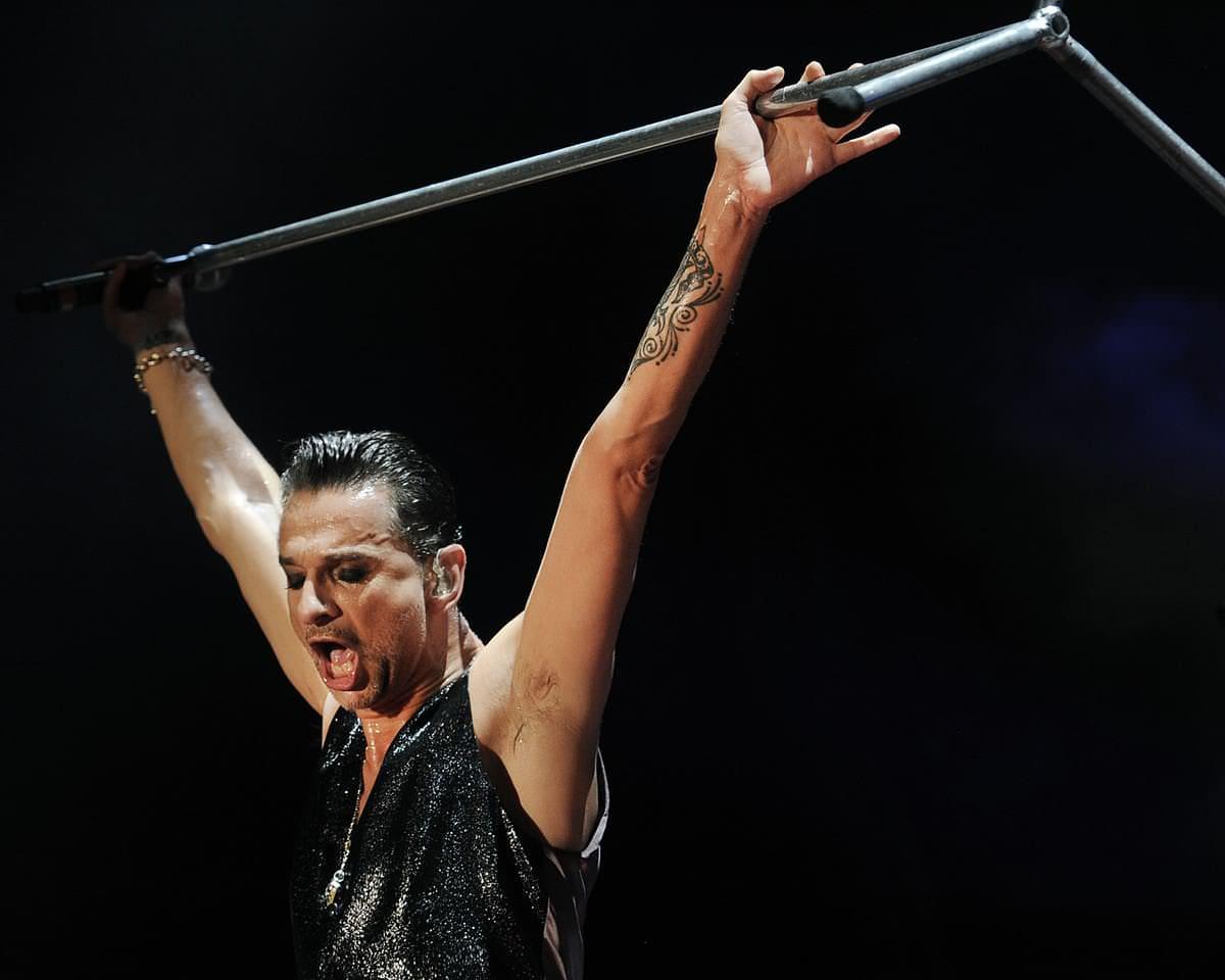 depeche-mode-concert-david-gahan